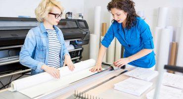 women-cutting-paper-in-printing-shop-DGH9QFZ.jpg